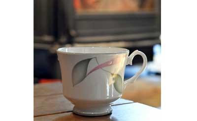 ストーブの前で飲むコーヒーは最高