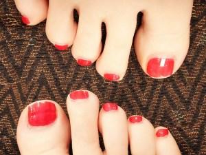足爪の休日を塗った自爪の画像