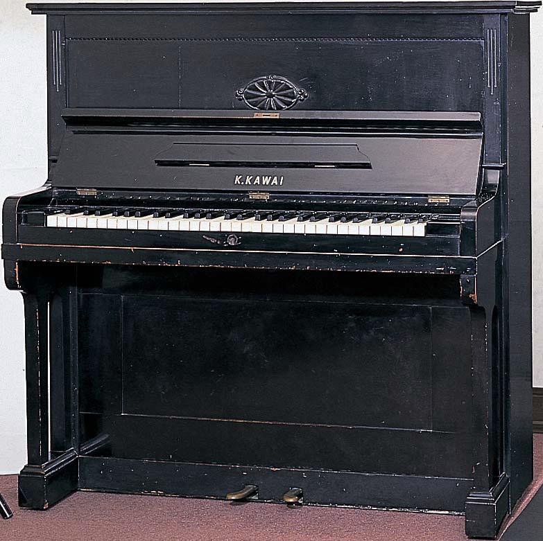 Fabricación del primer piano vertical Kawai: «Showa Gata»
