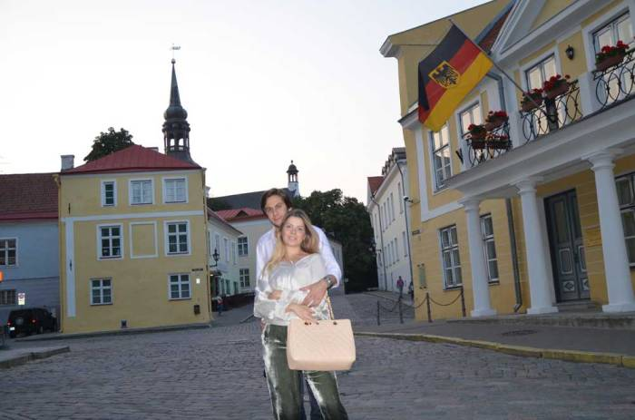 Românticas ruas medievais na Estônia