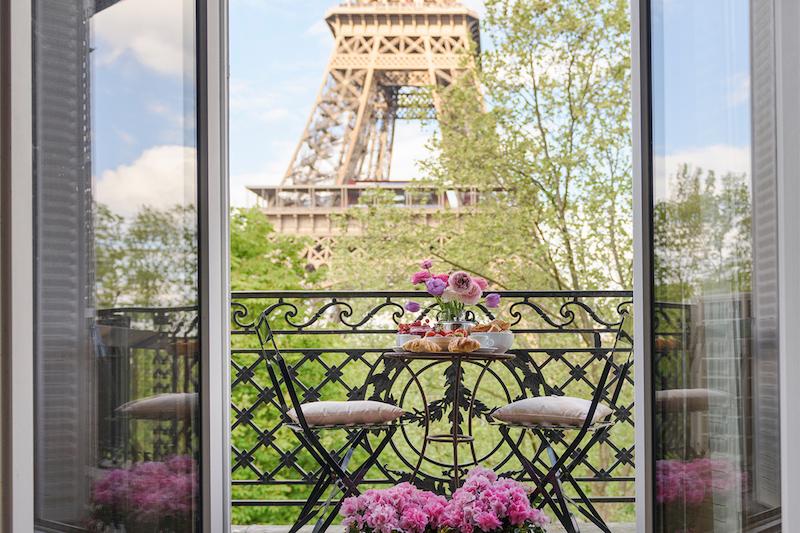 Varanda com vista pra Torre Eiffel