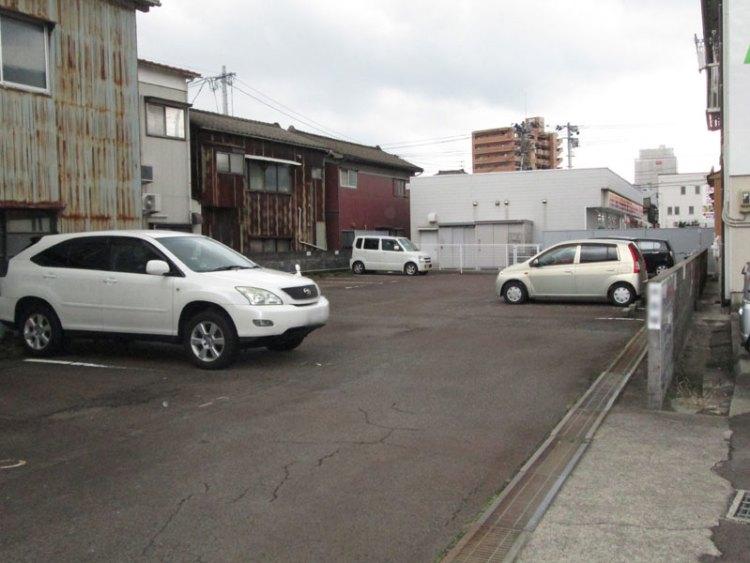 ヨネカ駐車場