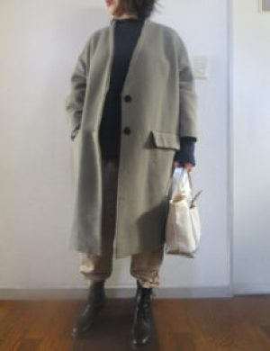 ショートブーツにズボンの裾を入れたコーデ