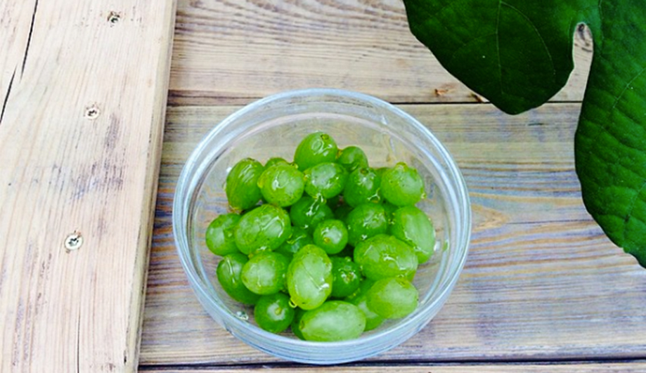 Frozen grapes with Honey