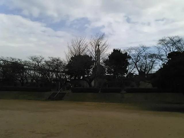 台場公園の黒松:慰霊塔