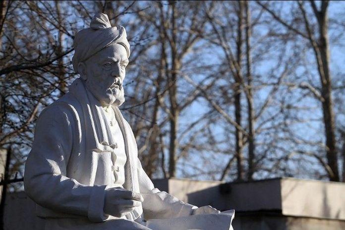 Statue_of_Ferdowsi_in_Tus_Iran