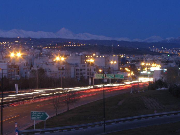 Damavand_laydown_near_Tehran_Hemmat_Highway_after_sunset_-_panoramio