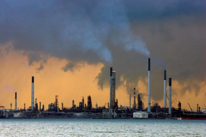 Oil-refinery-Singa