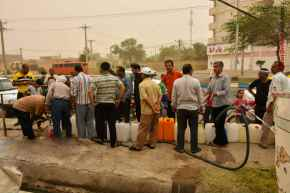 FILE PHOTO: People queue to fill up water. Khoram shahr, Iran. 2018. Source: Kayhan London
