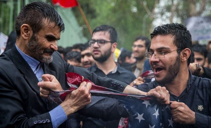 Protests_after_US_decision_to_withdraw_from_JCPOA_around_former_US_embassy_Tehran_-_8_May_2018_26