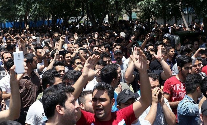 Tehran_Bazaar_protests_2018-06-25_05