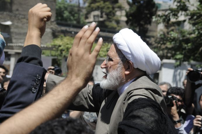 2005 and 2009 presidential candidate Mehdi Karroubi speaking to a crowd.