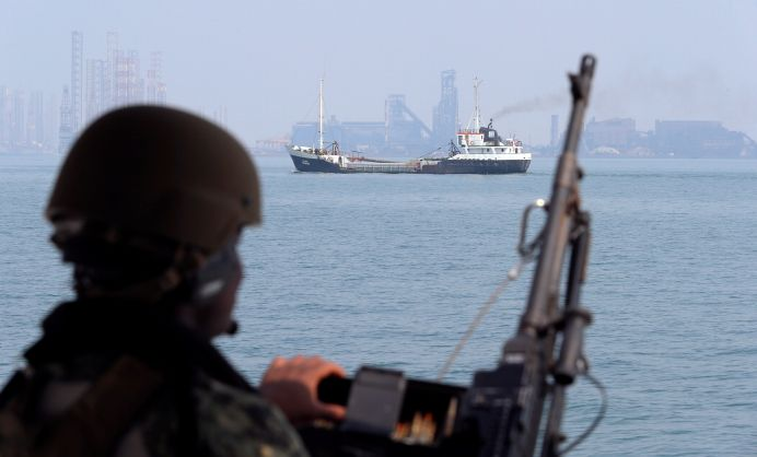 FILE PHOTO: A U.S. Navy soldier onboard Mark VI Patrol Boat stands guard as an oil tanker makes its way towards Bahrain port, during an exercise of U.S./UK Mine Countermeasures (MCMEX) taking place in Arabian Sea, Bahrain September 11, 2018. REUTERS/Hamad I Mohammed