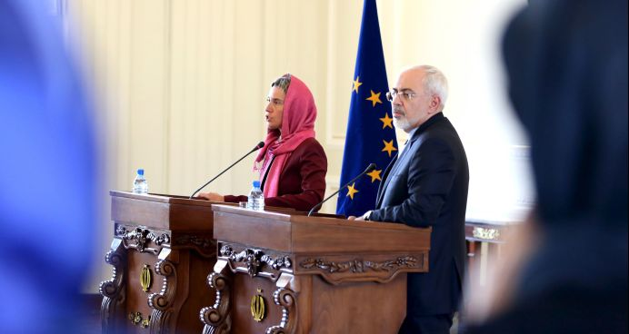 FILE PHOTO: European Union foreign policy chief Federica Mogherini (L) and Foreign Minister Mohammad Javad Zarif. REUTERS