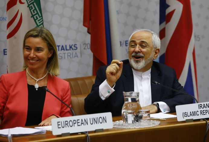Federica Mogherini and Iranian Foreign Minister Mohammad Javad Zarif (R) in Vienna, Austria July 14, 2015. REUTERS/Leonhard Foeger
