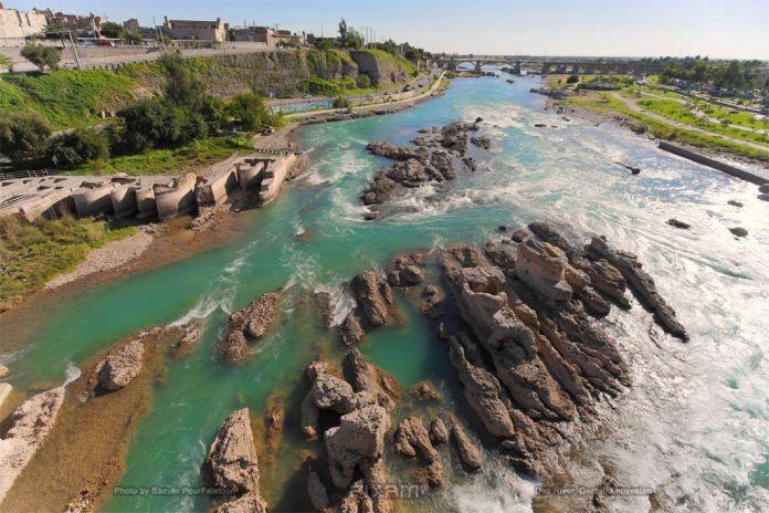 Ancient_Grinders_in_Dez_River