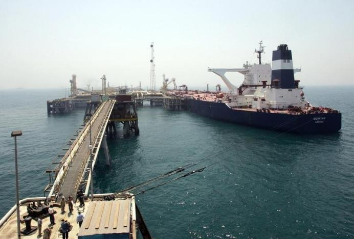 FILE PHOTO: A ship is connected to the Basra Oil TerminaL. REUTERS/Thaier Al-Sudani