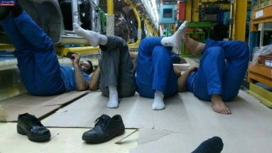 FILE PHOTO: Iranian workers having rest. Source: Kayhan London