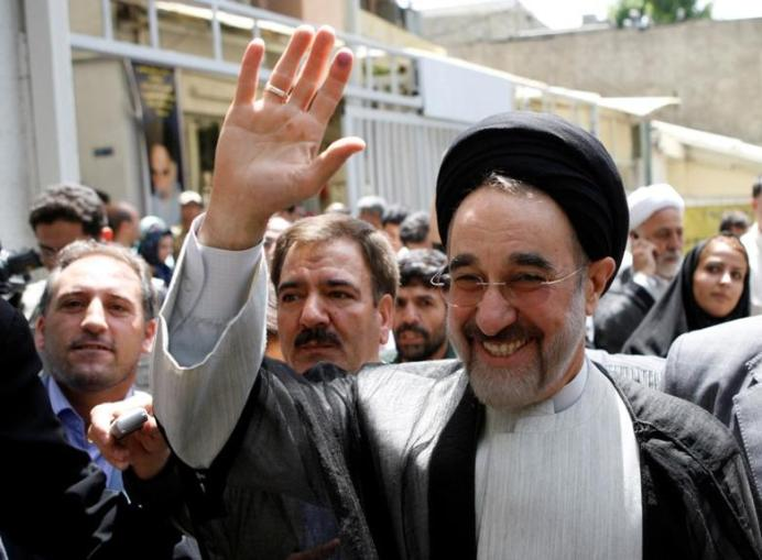 FILE PHOTO: Former president Mohammad Khatami arrives to vote during the Iranian presidential election in northern Tehran June 12, 2009. REUTERS/Chavosh Homavandi.