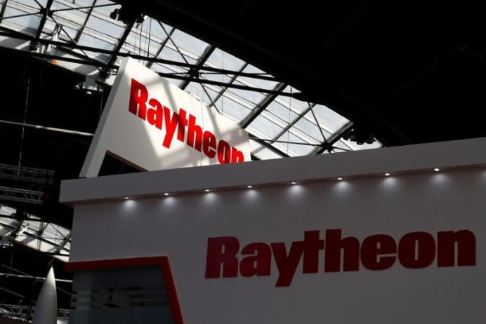 FILE PHOTO: Logo of the U.S. defense company Raytheon. REUTERS/Kacper Pempel