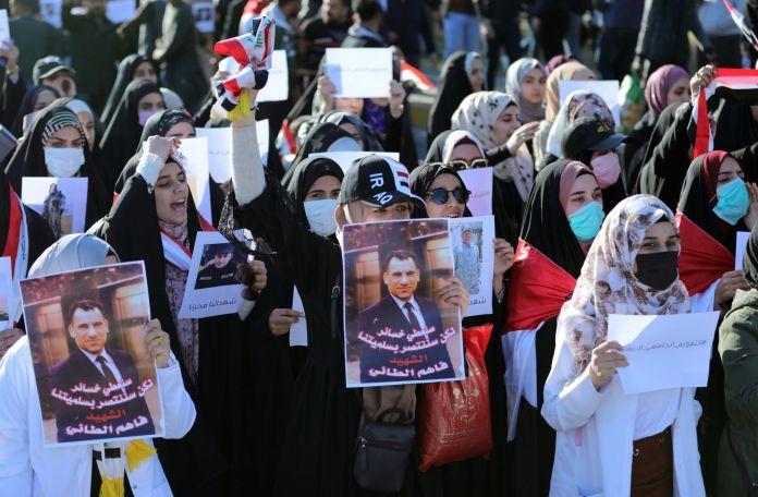 2020-01-10T142509Z_405578846_RC22DE9TP0F8_RTRMADP_3_IRAQ-PROTESTS-scaled