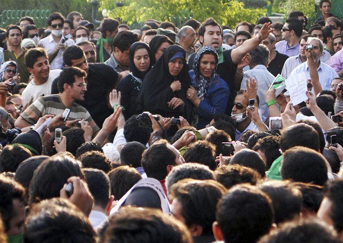 2009-06-21T120000Z_1375836923_GM1E56M08JA01_RTRMADP_3_IRAN-ELECTION