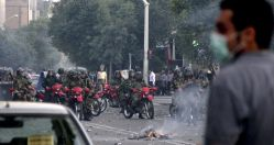 """FILE PHOTO: Iranian security personnel gather on a street in Tehran June 20, 2009. Defeated Iranian presidential candidate Mirhossein Mousavi said on Saturday he was """"ready for martyrdom"""" in leading protests that have shaken the Islamic Republic and brought warnings of bloodshed from Iran's Supreme Leader. REUTERS"""