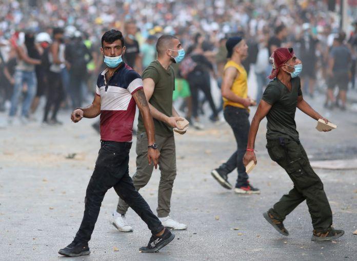2020-08-09T190213Z_1277108165_RC2JAI9JQQ1Z_RTRMADP_3_LEBANON-SECURITY-BLAST-PROTESTS-scaled