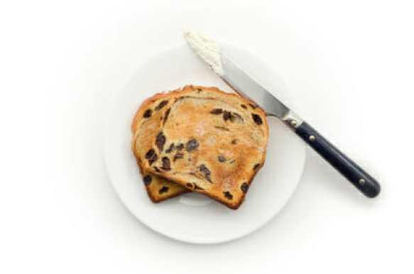 raisin toast & knife