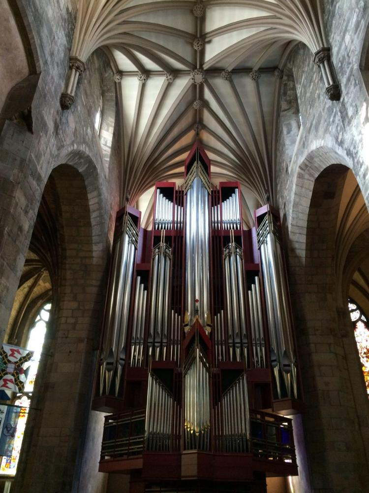 seeing the St. Giles Cathedral is one of the many things to do in Edinburgh
