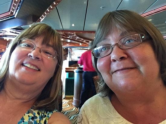 sisters-selfie