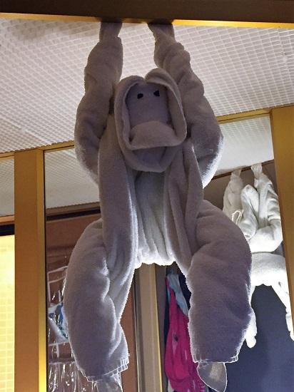 swinging-towel-animal
