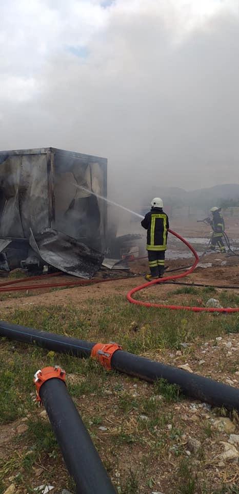 Konteynerde çıkan yangın itfaiye ekiplerince söndürüldü
