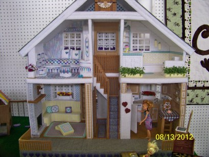 This dollhouse - and everything in it - is made entirely from plastic canvas. Talk about incredible!