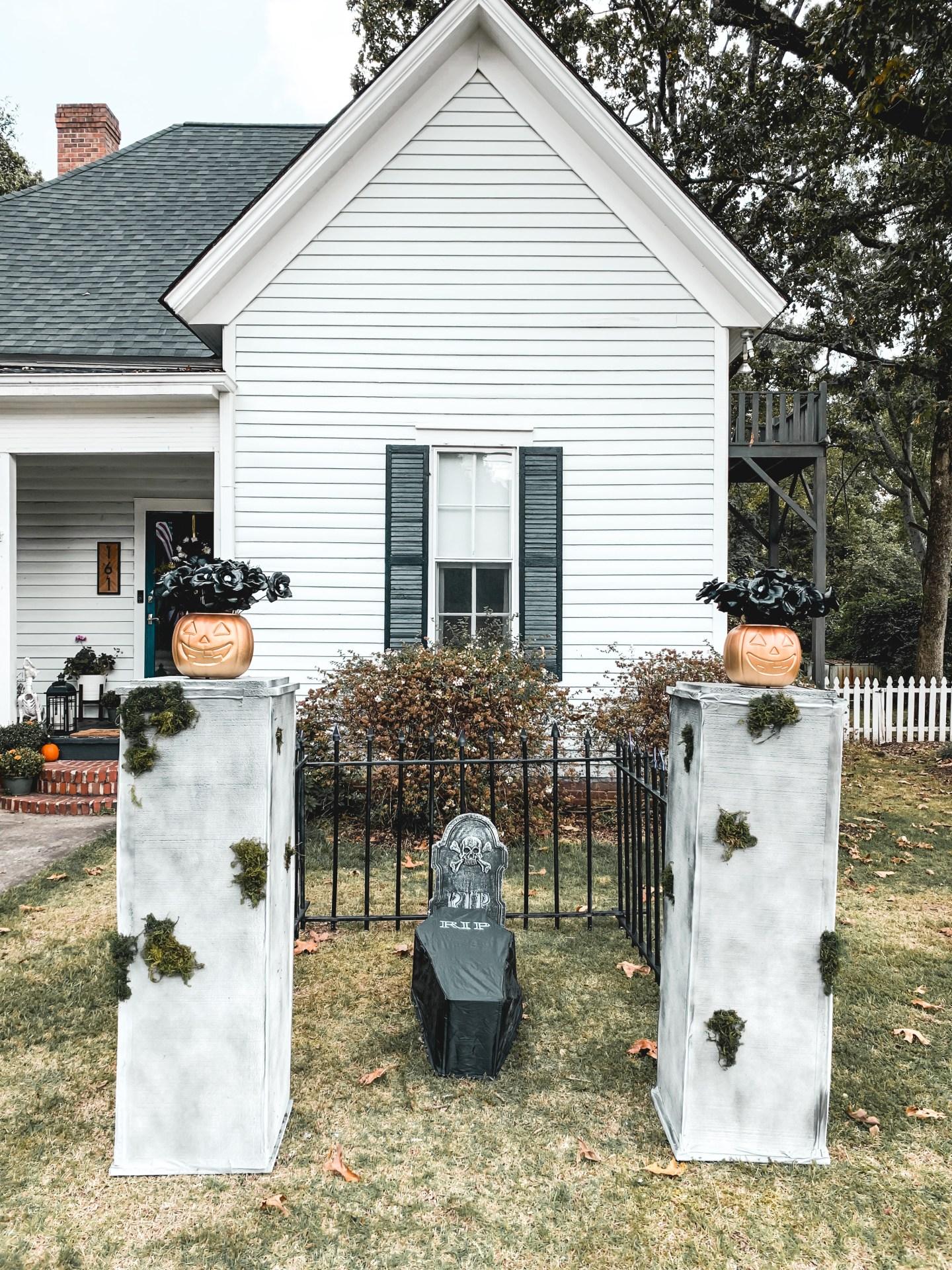 Halloween Outdoor Graveyard DIY