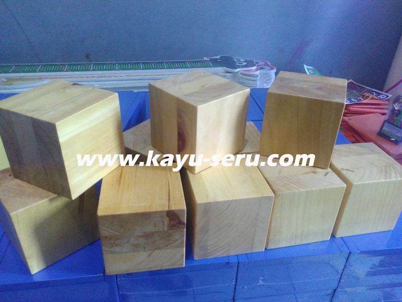 dadu pinus 10cm - Membuat Balok Ukuran 10cm Dengan Kayu Pinus