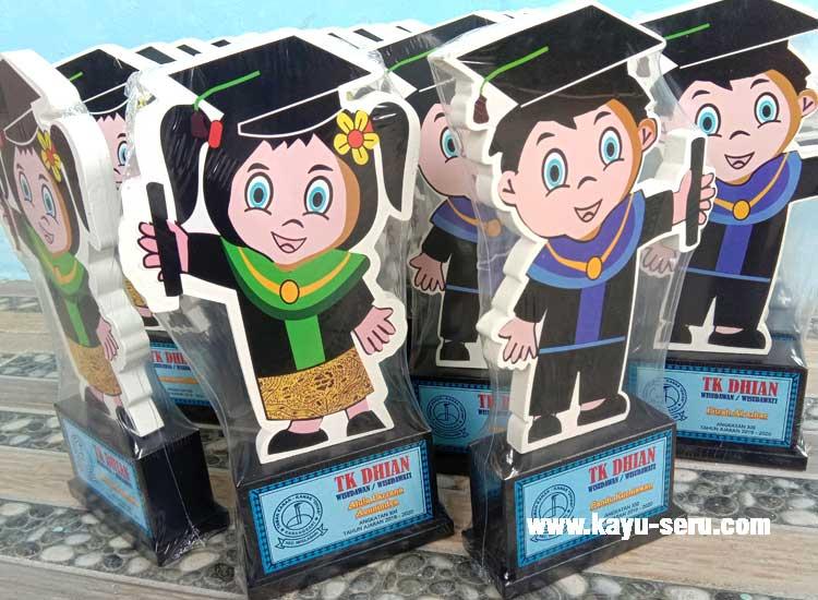 TK DHIAN Plakat - Plakat Untuk Wisuda Dari Kayu Untuk TK Dhian
