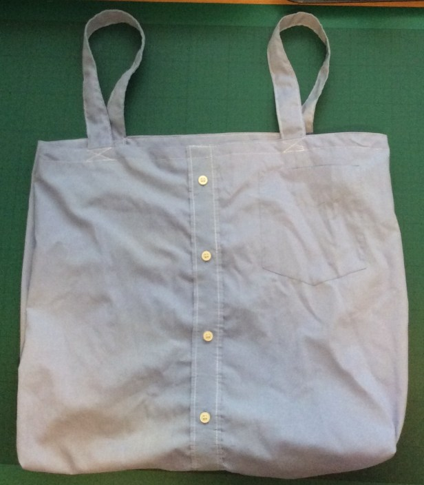 turn an old shirt into a shopping bag - finished bag