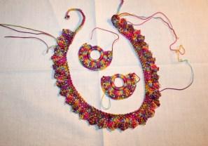 Travail en cours - Parure multicolore - Création Kazamarie