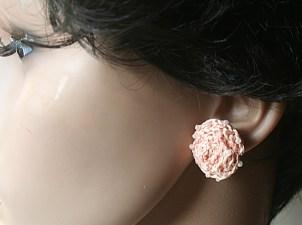 Puces d'oreille au crochet en coton et perles - Création Kazamarie