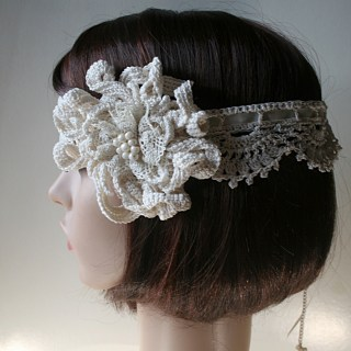 Headband de mariée au crochet, vue de profil - Création et Photo Kazamarie