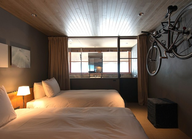 hotel-cycle-room