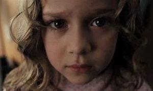 映画『エスター』かわいい妹マックス役の名前は?実際に聴覚障害