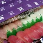 お寿司キタ━━━━(゚∀゚)━━━━!! http://t.co/gFnp8lCoN8