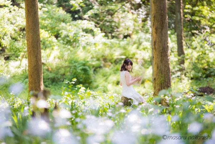 シャガの花の群生地・小松市の遊泉寺銅山跡でポートレート
