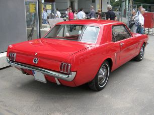 800px-1965_Ford_Mustang_2D_Hardtop_Heck