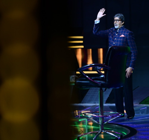 Close look to KBC Studio and welcome lines from AB sir – KBC 12