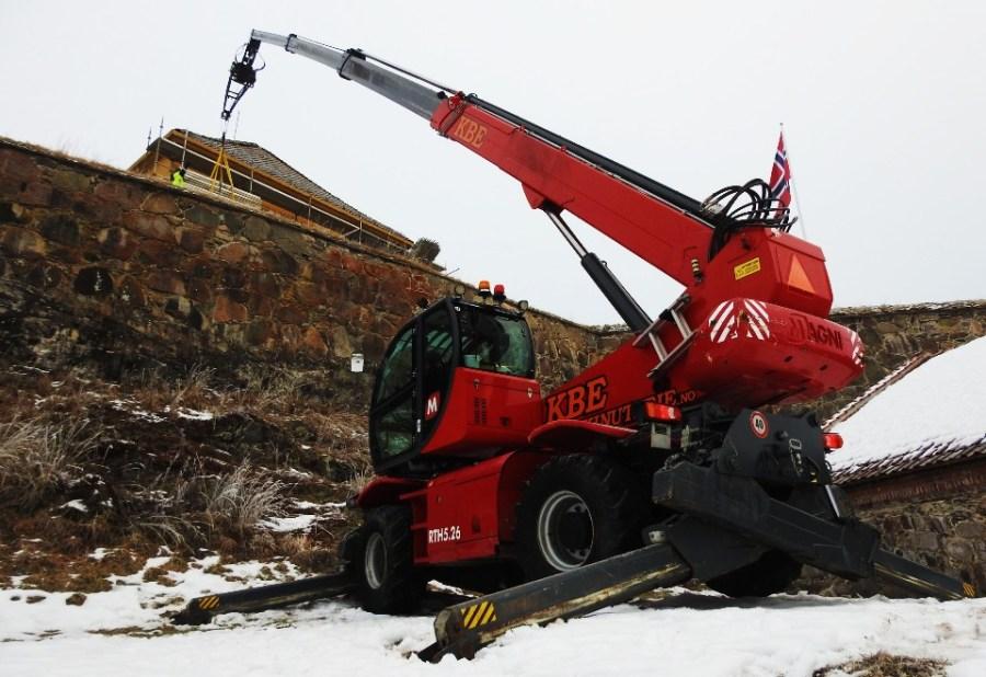 Rundtomsvingende teleskoptruck med vinsj Teleskop truck leie truck leie gaffeltruck