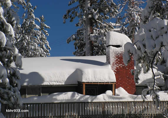 With snow weighing roughly 15 pounds per cubic foot, a 100'x100' roof area could place 600,000 pounds of weight on a roof structure.