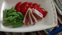 Seared tuna with sugar snap peas and tomato